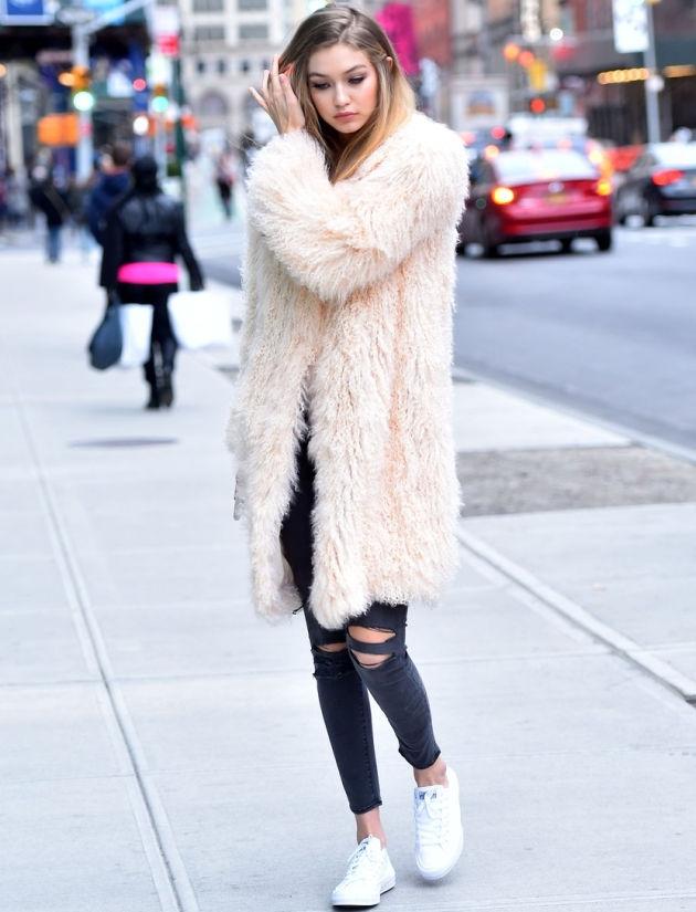 Kako modne blogerke nose patike i na proslavama?