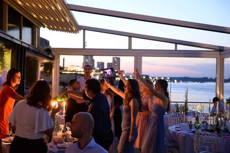 Vrhunska proslava na splavu Acapulco